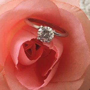 Women's size 7 CZ solitaire ring